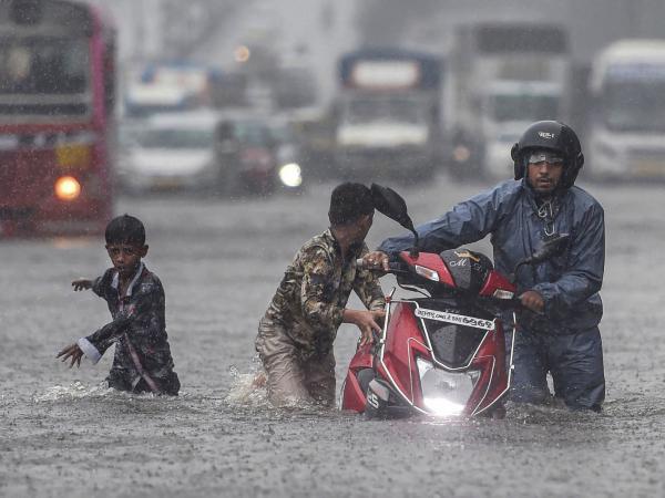 महाराष्ट्र मुंबई: आज भी तेज बारिश का अलर्ट, अब तक 43 लोगों की मौत