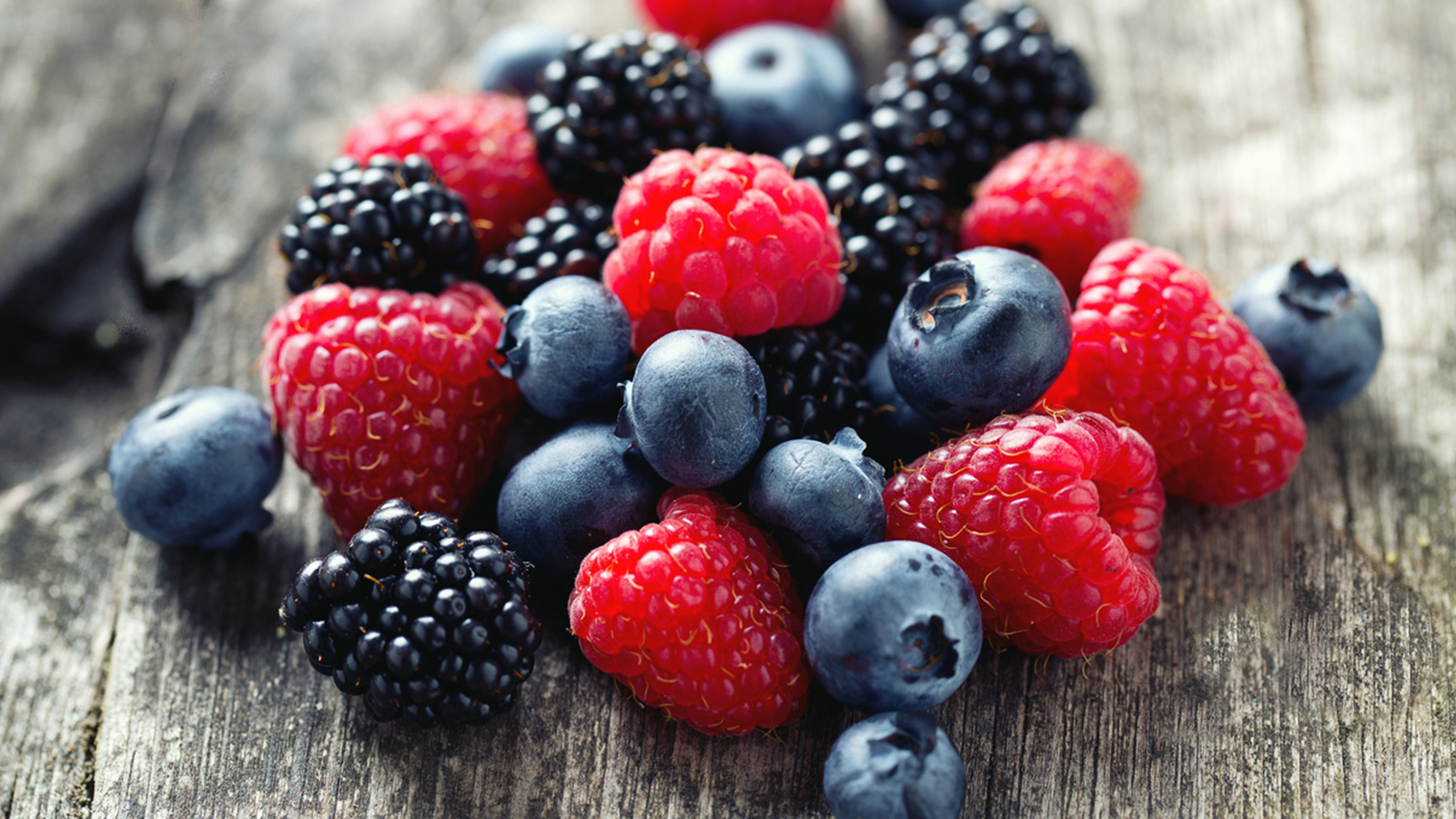 Eat berries to prevent cancer and Provide Many Nutrients