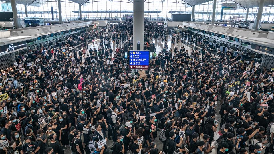 Hong Kong Protests: Airport Authorities Suspend All Departure Check-ins as Protesters Flood Terminal Building