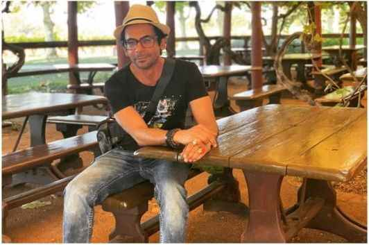 Sunil Grover Shares Hilarious Example of Social Distancing from Liquor Shop in Kerala