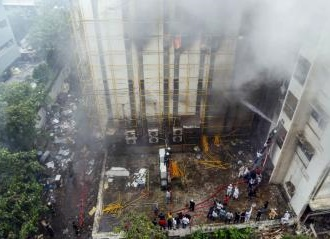 Firefighter Suffocated While Dousing Blaze at MTNL Building in Mumbai's Bandra, 35 Still Trapped as Rescue Op Continues