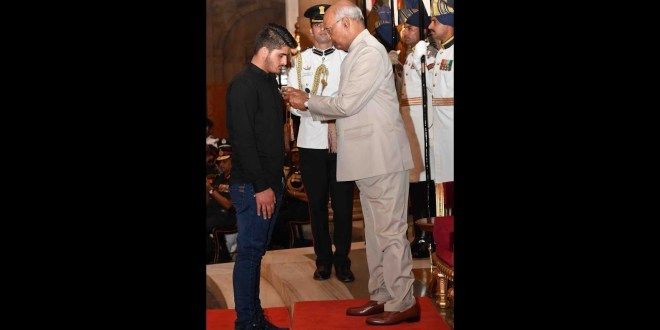 Kashmiri  Irfan Ramzan Sheikhteen gets Shaurya Chakra