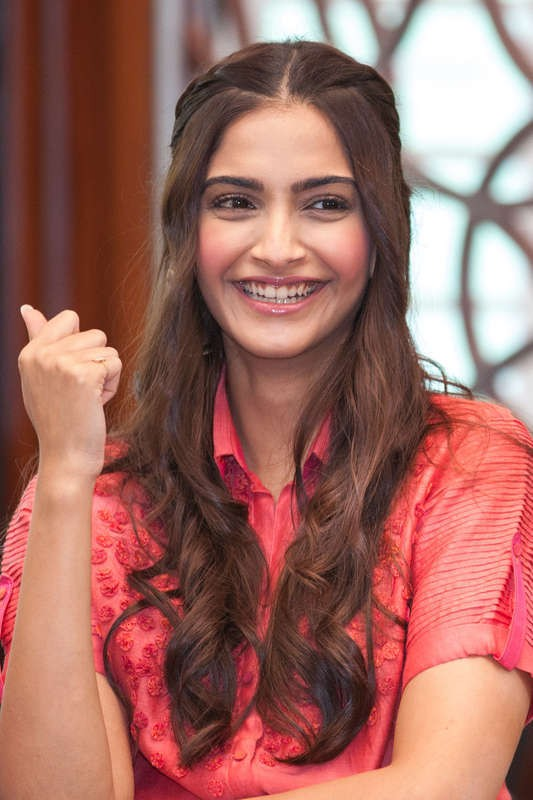 Back in 2 Hours-That's How Long Sonam Kapoor Stayed Away From social media