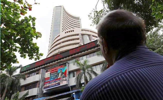 Live : Sensex Droops Down To 1624 Points , Rupee inches towards 67