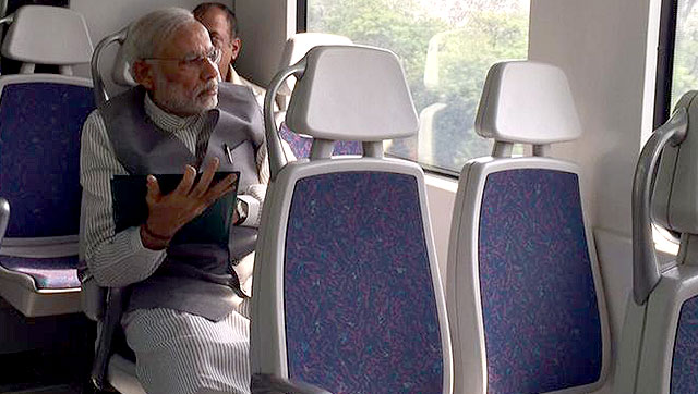 PM Narendra Modi In Metro For The First Time.