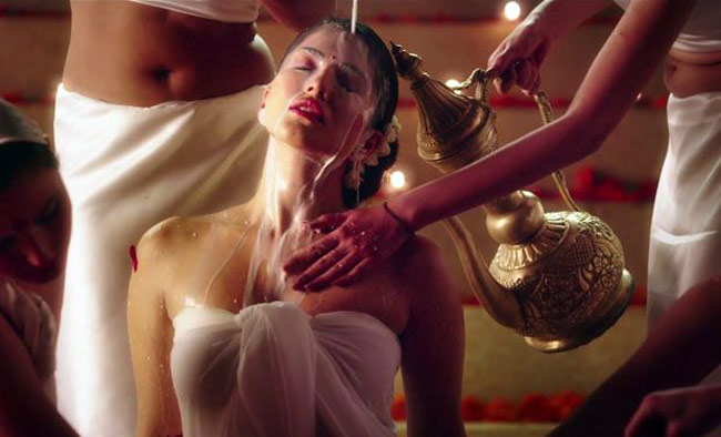 Sunny Leone To Romance With Three Men In An Upcoming Song!!