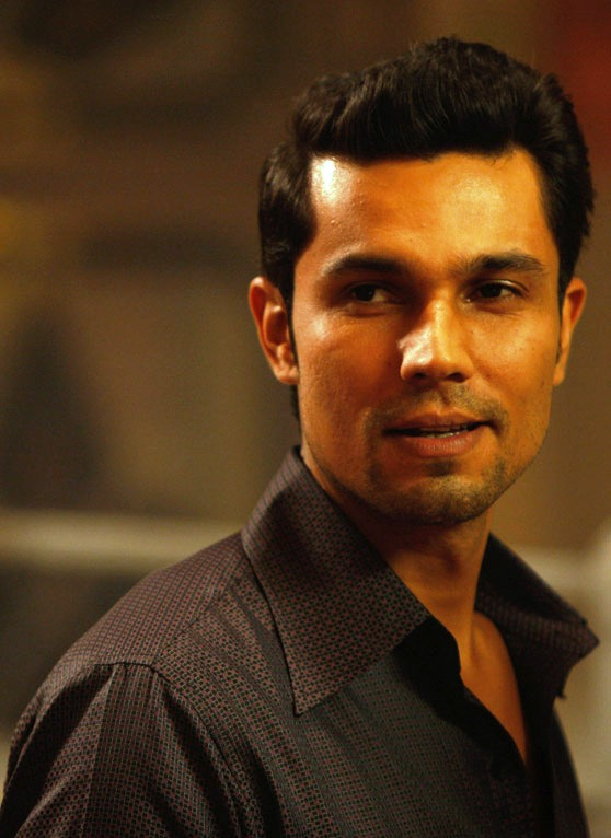 Fashion Week - Randeep Hooda Turns Out To Be Showstopper  For Fashion Event.