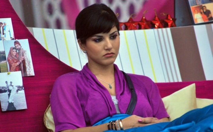 Sunny thrown out of her Mumbai Apartment and you won't believe Why!!!