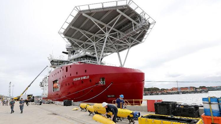 US 'black box' detector joins MH370 ocean search.