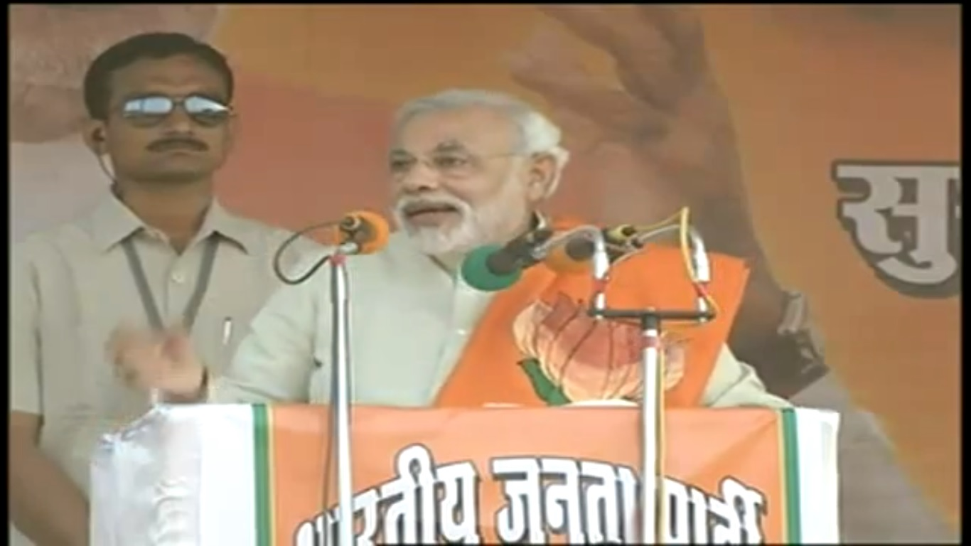 Modi mocks Mulayam, says he can't turn UP into a developed Gujarat
